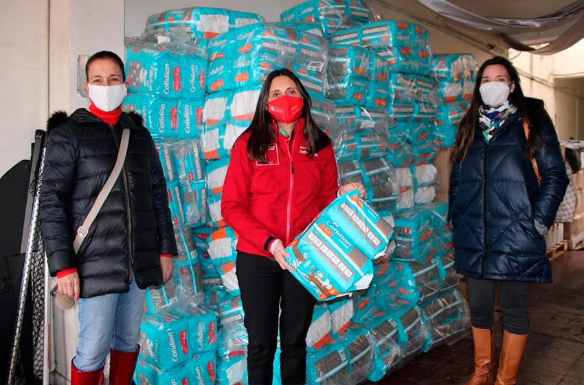 Chillanejas donan más de 400  pack de pañales para adultos mayores vulnerables