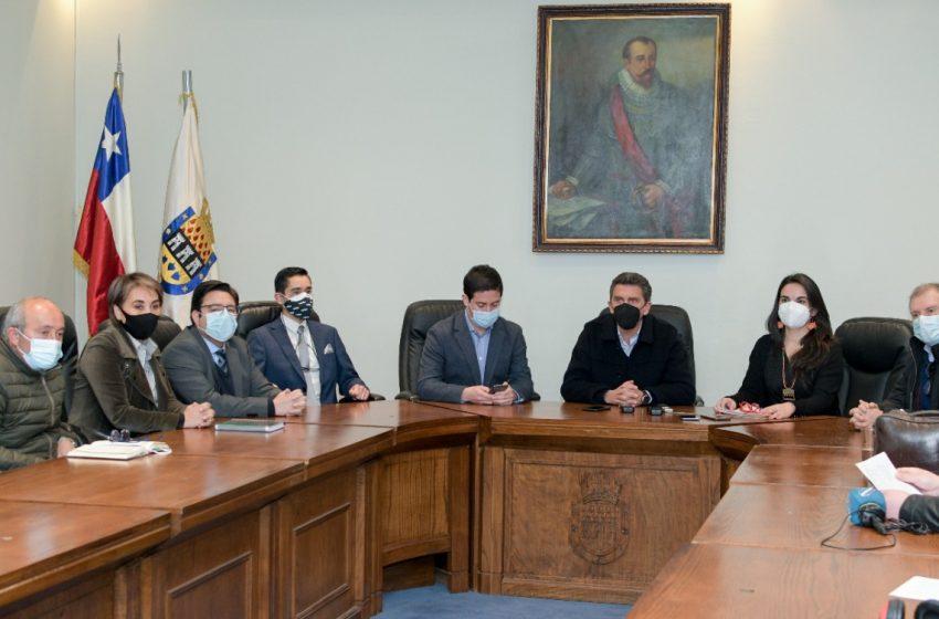 Alcalde Camilo Benavente presenta a su equipo directivo municipal