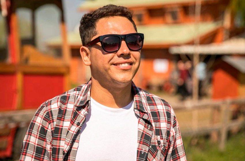 """David Chávez, Un destacado comunicador de Ñuble que cumple 14 años con su programa """"Planeta Mix"""" de Radio Isadora"""